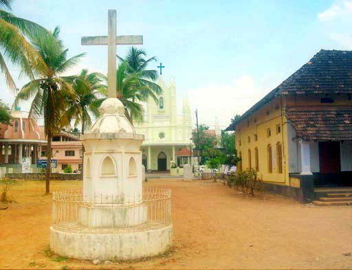 About Mala Thrissur Kerala - Mala Forane church and Cross in front of Mala St. Antony's School