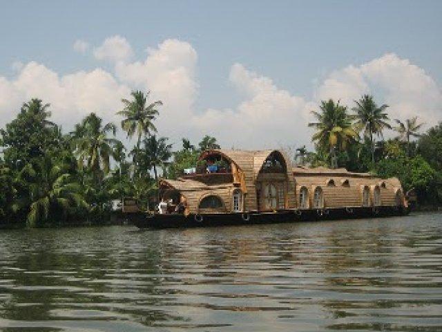 Uniqueness of Kerala Tourism and Fact File of Kerala